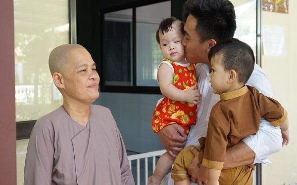 Diva Group trao tặng quà cho trẻ em mồ côi chùa Pháp Tánh 2