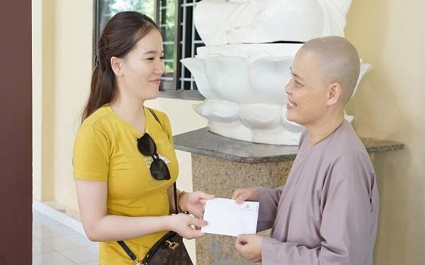 Diva Group trao tặng quà cho trẻ em mồ côi chùa Pháp Tánh 3